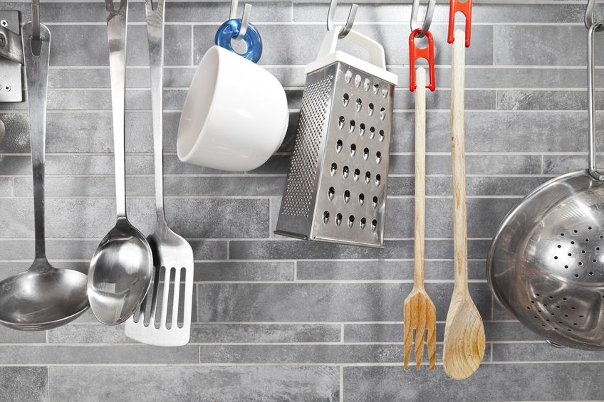 Wood vs. Stainless Steel Utensils for Your Kitchen